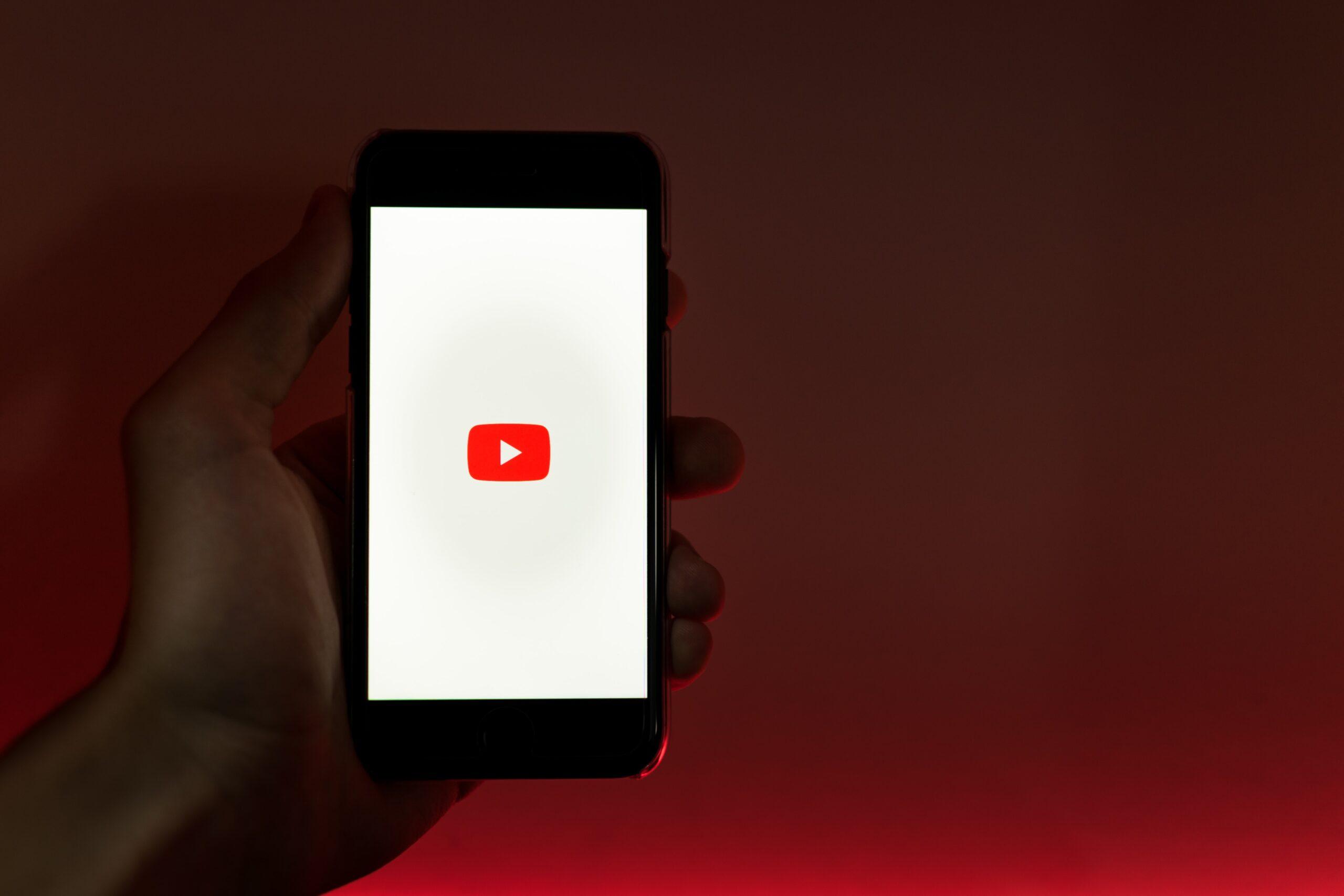 Pubblicazione su Youtube di video di pratiche estremamente pericolose e responsabilità per la successiva morte di terzi